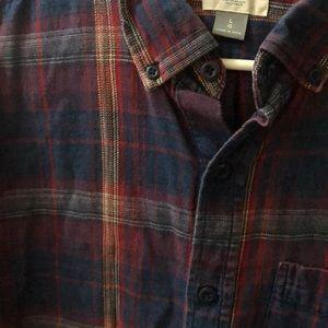 Men's plaid button up